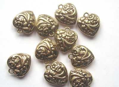 Antique Gold Patterned Heart Pendant x1