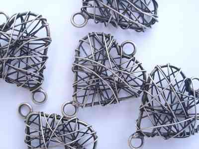 Antique Silver Metal Wire Heart x1