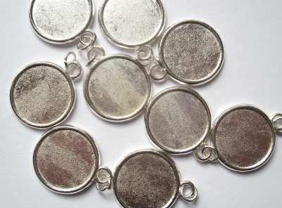 Round Plain Silver Picture Frame Pendant x1