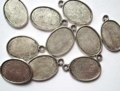 Oval Plain Antique Silver Picture Frame Pendant x1