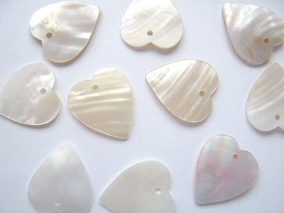 White Shell Heart 25mm x1