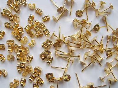 Flat Pads & Scroll Backs (Gold Plated) x5 pairs